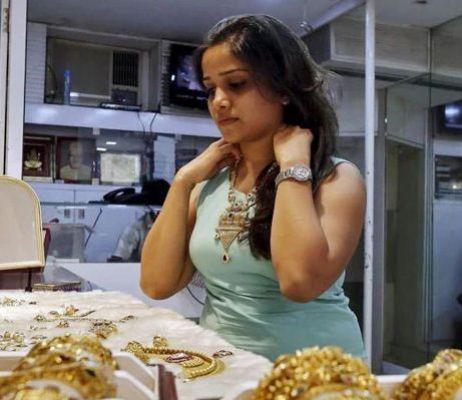 सोने के दामों में उछाल जारी, लेकिन रिकॉर्ड हाई से 8,800 रुपये सस्ता, देख लें ताजा रेट
