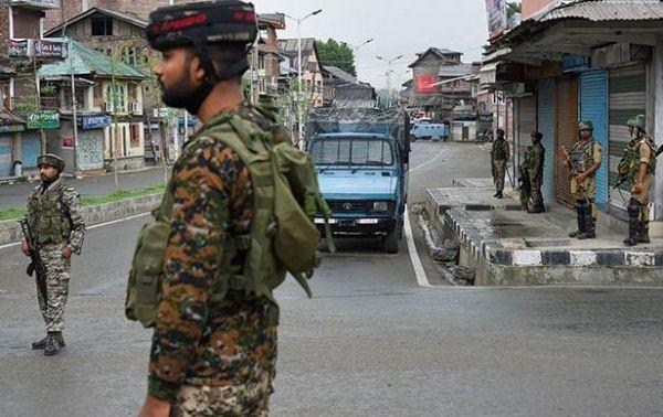 जम्मू-कश्मीर में मजदूरों की हत्या करने वाले आतंकियों में से 2 को आज सुरक्षाबलों ने मार गिराया : पुलिस