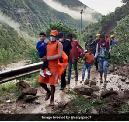 उत्तराखंड के रानीखेत-अल्मोड़ा का मैदानी इलाकों से संपर्क कटा, रानीखेत में सिर्फ इमरजेंसी के लिए बचा ईंधन
