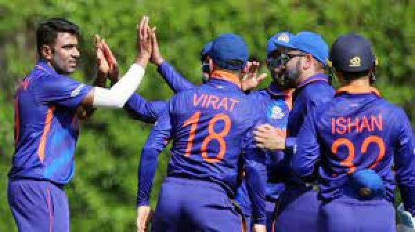 रोहित का ताबड़तोड़ अर्धशतक, भारत जीत की ओर