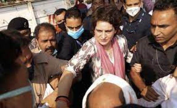 प्रियंका गांधी को आगरा जाने की मिली इजाजत, पुलिस ने लिया था हिरासत में