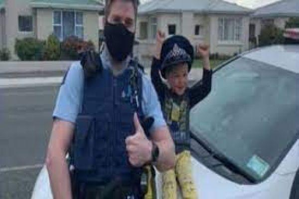 पापा का फोन देख बच्चे ने डायल किया पुलिस का नंबर, बोला- 'घर आ जाओ, मेरे पास बहुत सारे खिलौने हैं'