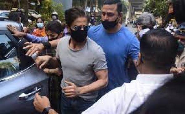 करीब 15 मिनट हुई शाहरुख और आर्यन खान में बातचीत, बीच में थी शीशे की दीवार, जानें- इतने दिन बाद SRK क्यों गए जेल?