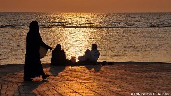सऊदी की एक शाम: समंदर किनारे मर्द और औरत में नहीं कोई दूरी