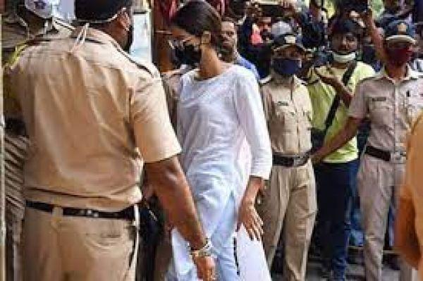 अभिनेत्री अनन्या से NCB की पूछताछ खत्म, कल सुबह 11 बजे फिर बुलाया गया