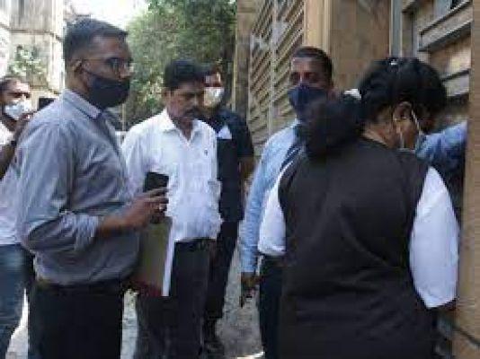 Aryan Khan Drugs Case: एनसीबी ने शाहरुख खान के घर 'मन्नत' पहुंचकर दिया नोटिस, जेल में बंद आर्यन खान से जुड़ी जानकारी मांगी
