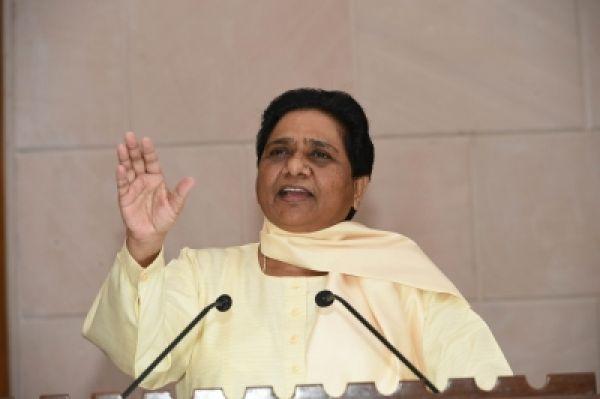 मायावती का कांग्रेस पर तंज, बोली-भाजपा की तरह प्रियंका कर रही लोकलुभावन वादे