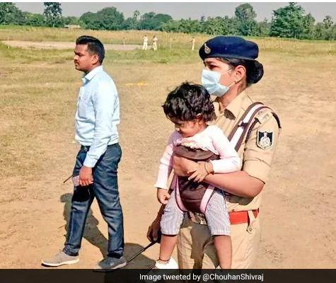 डेढ़ साल की बेटी को गोद में लिए हुए CM की सुरक्षा में तैनात थीं DSP, शिवराज सिंह बोले- हमें आप पर गर्व है