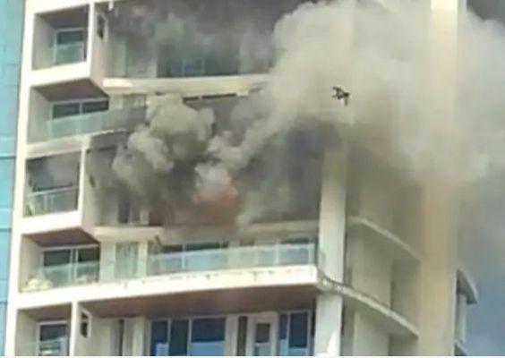 मुंबई की 60 मंजिला लग्जरी रेजिडेंशियल बिल्डिंग के 19वें माले पर लगी भीषण आग, एक की मौत