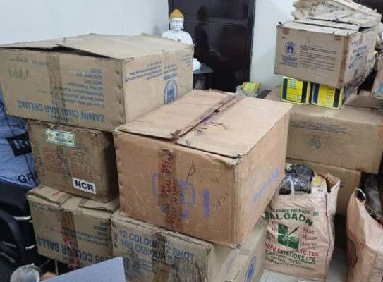 रोहिणी के सेक्टर 24 के गोदाम से 11 क्विंटल से अधिक पटाखे जब्त, एक गिरफ्तार