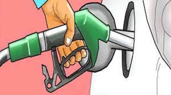 देश में पहली बार पेट्रोल पहुंचा 120 रुपये लीटर, List मे चेक करें किन शहरों बिक रहा सबसे महंगा फ्यूल