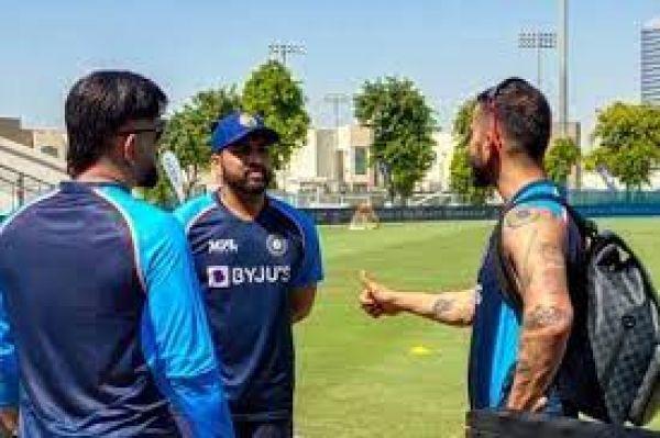 पाकिस्तान के खिलाफ मैच से पहले टीम इंडिया से जुड़े 4 खिलाड़ी भारत लौटे, धोनी को मिली नई जिम्मेदारी