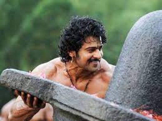प्रभास ने अजय देवगन की इस फिल्म से किया था बॉलीवुड में डेब्यू, 'बाहुबली' ने बनाया इंटरनेशनल स्टार
