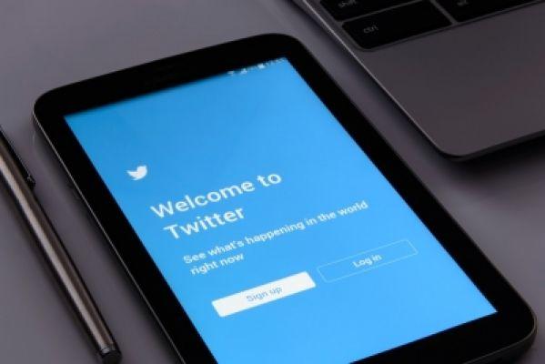 ट्विटर ने ट्वीट्स में वन-क्लिक 'रिव्यू न्यूजलेटर' साइनअप बटन जोड़ा