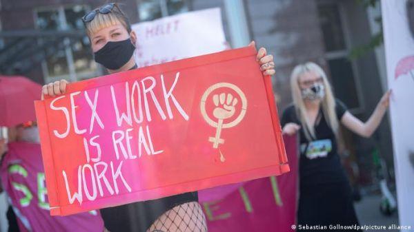 जर्मनी में वेश्यावृत्ति कानून का विरोध क्यों कर रही हैं सेक्स वर्कर