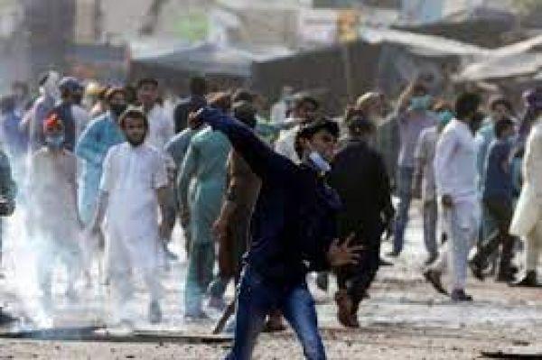 लाहौर में जुलूस के दौरान भड़की हिंसा, पुलिस और इस्लामिक कट्टरपंथियों के बीच झड़प में 10 की मौत, 700 जख्मी