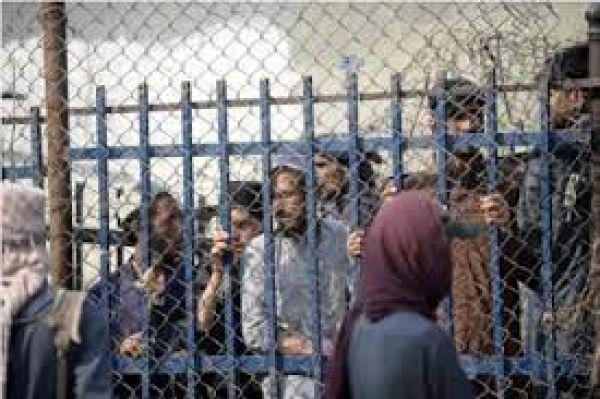 लोगों की आवाजाही के लिए तोरखम बॉर्डर खुलने के बाद अफगान नागरिकों का उमड़ा हुजूम
