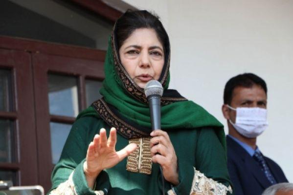 जम्मू-कश्मीर में 'प्रतिबंध' पर महबूबा ने केंद्र पर साधा निशाना