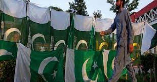 बड़ा ही अजीबोगरीब पाकिस्तान का नियम-कायदा, पढ़ाई पर है टैक्स और गर्लफ्रेंड के साथ रहना अपराध !