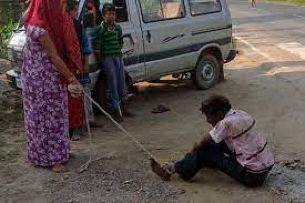 करवा चौथ से पहले रस्सी लेकर पहुंची पत्नी, हाथ-पैर बांधकर पति को पीटा, जानें वजह
