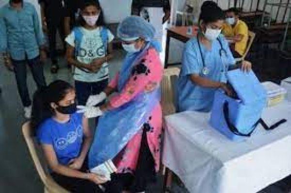 इंदौर में कोरोना के नए वेरिएंट ने बढ़ाई टेंशन, दो सैन्य अधिकारी सहित 7 संक्रमित, मचा हड़कंप