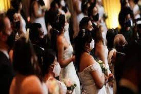 शादी में पैसे देकर मेहमान बुला रहे हैं लोग, दिलचस्प वजह जानकर हंस पड़ेंगे आप !