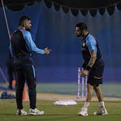 पाकिस्तान के खिलाफ मैच से पहले एमएस धोनी ने लगाई विराट कोहली की क्लास