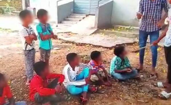 स्कूल के बच्चों को पेड़ से बांधकर बीड़ी पीने को किया गया मजबूर, छह गिरफ्तार-पुलिस