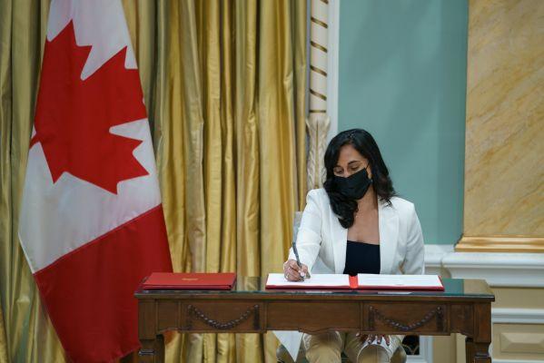 अनीता आनंदः कनाडा के पीएम ट्रूडो ने मुश्किल दौर में भारतीय मूल की महिला को बनाया रक्षा मंत्री