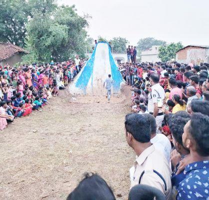 विधायक के गृह ग्राम बालपुर में गढ़ जीत कर मनाया दशहरा