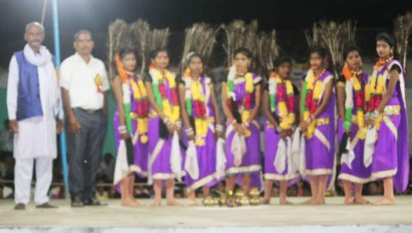 मुढ़ीपार में सांस्कृतिक सुआ नृत्य