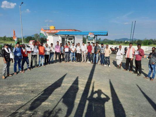 बेतहाशा बढ़ते हुए डीजल-पेट्रोल के दाम के विरोध में युवा कांग्रेस का प्रदर्शन