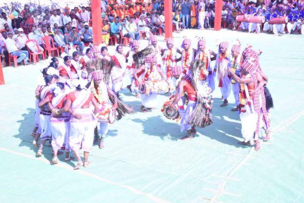 संभाग स्तरीय आदिवासी लोकनृत्य प्रतियोगिता में जशपुर बना सिरमौर