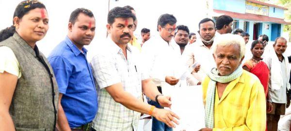 चौपाल में विधायक विक्रम ने सुनी ग्रामीणों की समस्याएं