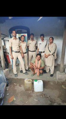 25 लीटर महुआ शराब जब्त, ग्रामीण जेल दाखिल