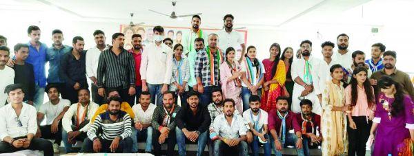 सप्तगिरि ने कार्यकर्ताओं से किया संवाद, सुनीं समस्याएं