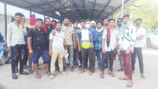 चिखली पुलिस चौकी प्रभारी के समर्थन में उतरे युवा