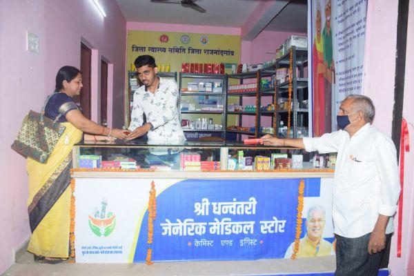 शहर में धनवंतरी मेडिकल स्टोर्स की बढ़ रही लोकप्रियता