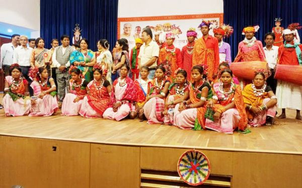 संभाग स्तरीय आदिवासी नृत्य महोत्सव, कबीरधाम की तीन टीमों ने लिया भाग