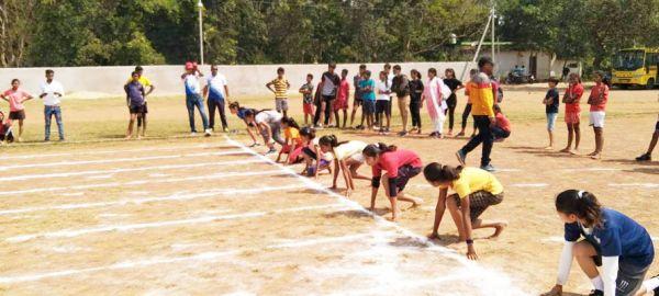 सरकारी अंग्रेजी माध्यम स्कूलों में पढऩे वाले बच्चों की जिला स्तरीय खेल स्पर्धा, खो-खो व कबड्डी में महासमुंद का दबदबा
