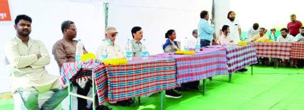 शिविर में ग्रामीणों को किया जागरूक