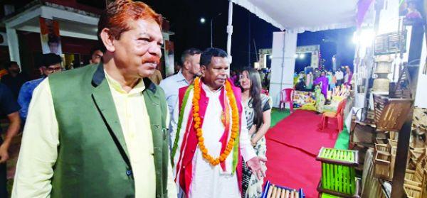 प्रभारी मंत्री पहुंचे कोंडानार हस्तशिल्प महोत्सव में