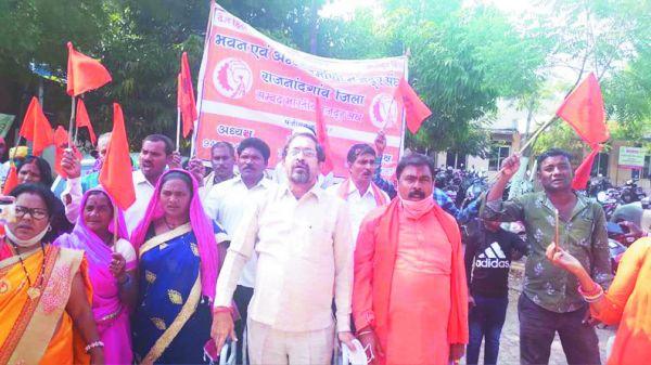 मांगों को लेकर मजदूर संघ ने बोला हल्ला