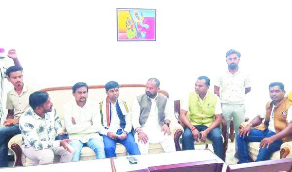 युकां की समीक्षा बैठक लेने पहली बार बीजापुर पहुंचे बस्तर संभाग प्रभारी गढ़पाले