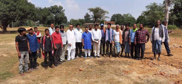 हाथी प्रभावित गांवों में कांग्रेस प्रतिनिधिमंडल ने ग्रामीणों से की मुलाकात