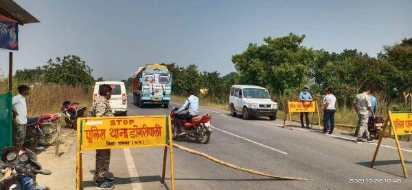 ओडिशा से गांजे की तस्करी, बैरियर में गाड़ी छोड़ भागे तस्कर